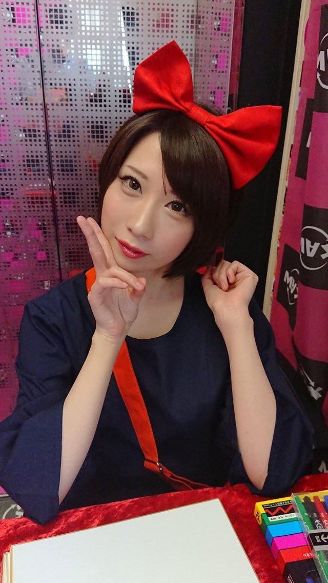 【鷹宮ゆいエロ画像】関西弁と美巨乳が魅力の美少女・鷹宮ゆい!