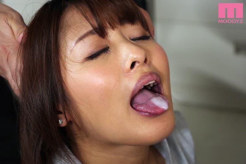 【夏目優希エロ画像】お尻の穴でイケちゃうスレンダー美少女・夏目優希!