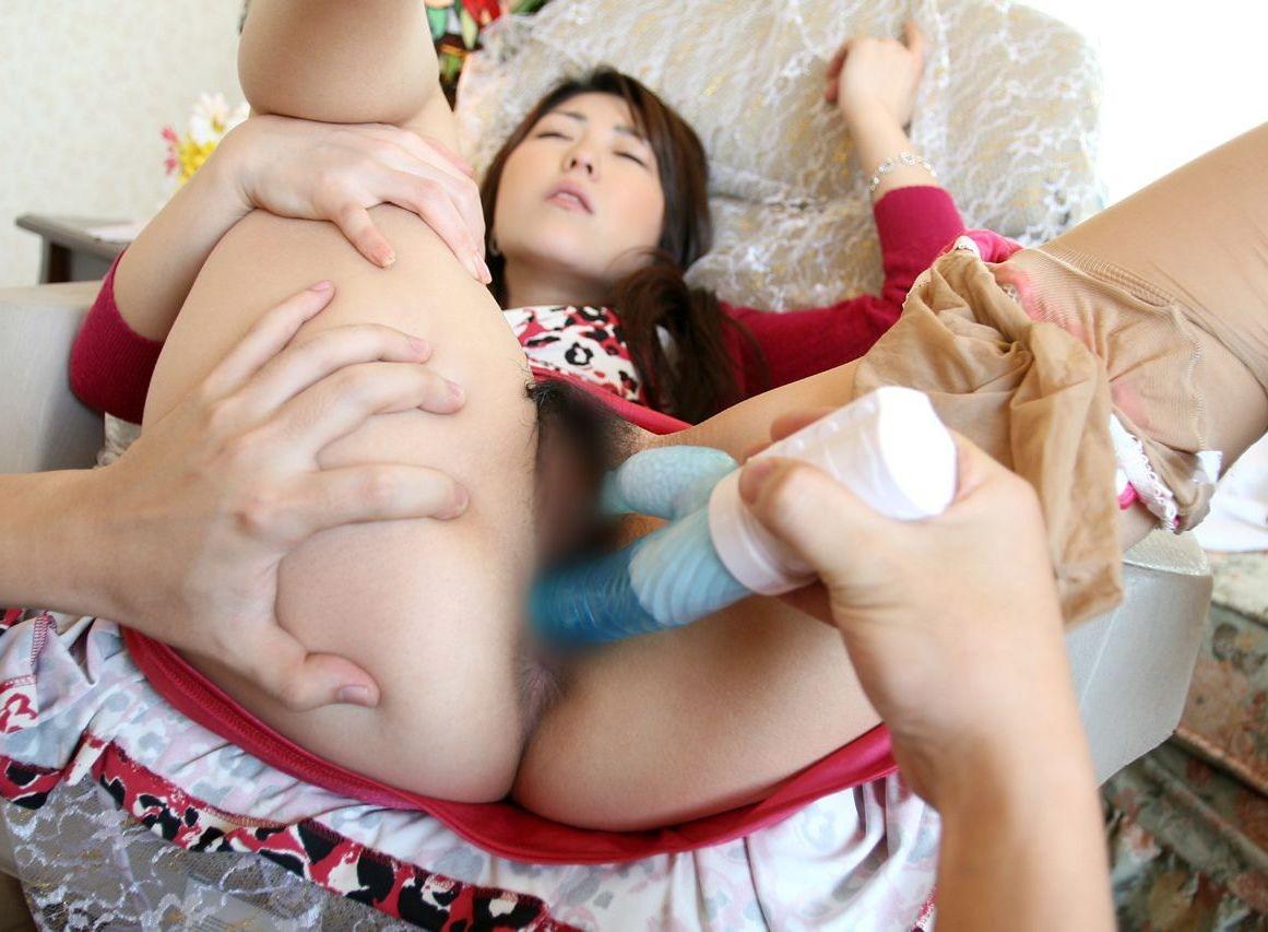【バイブエロ画像】手での愛撫に疲れた場合はとても有効なバイブでアソコ責め!