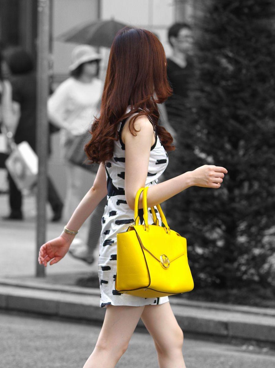 【着胸エロ画像】歩いて揺れると感じてる?街角着衣おっぱいチェック!