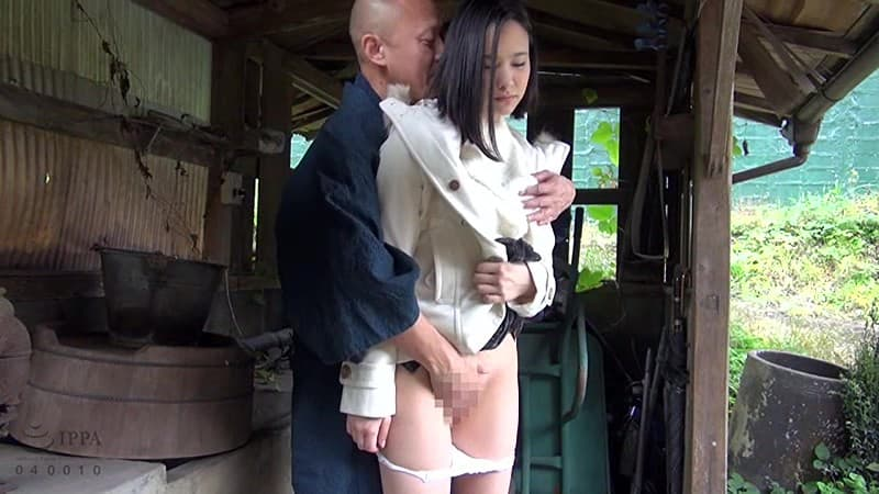 【初乃ふみかエロ画像】恥ずかしがり屋だけど股間に毛がない初乃ふみか!