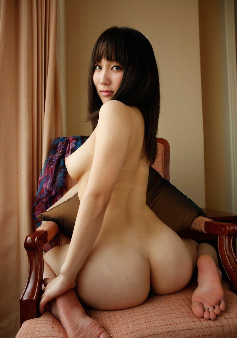 【美尻エロ画像】綺麗だからこそ叩いて赤く染めたくなる理想的な美巨尻たち!