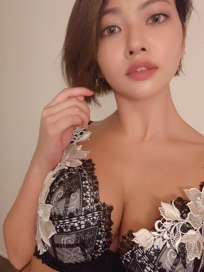 【今井夏帆エロ画像】絶品日焼け美巨乳ボディの美形ギャル・今井夏帆!