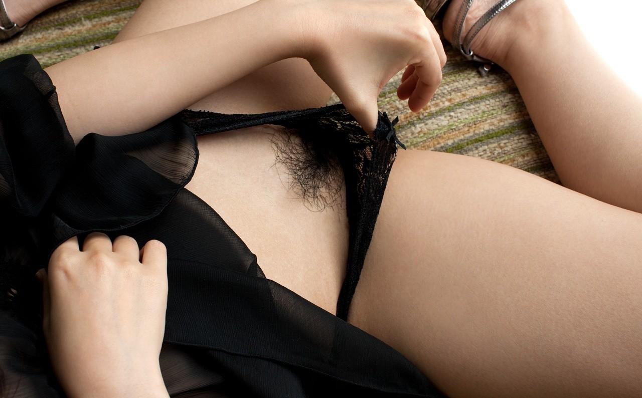 【陰毛エロ画像】アソコを守るためなら最低限は必要?大人の証なマン毛