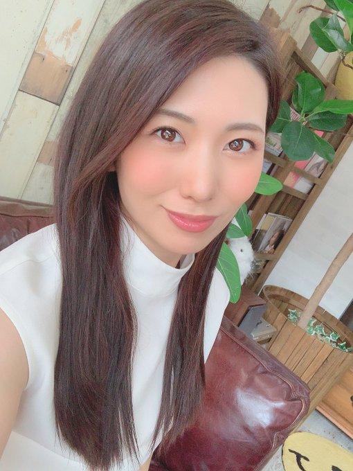 【山岸逢花エロ画像】元地方局アナだったスレンダー美尻お姉さん・山岸逢花!