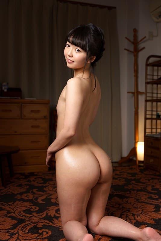 【泉りおんエロ画像】ちっぱいを補って余りある美巨尻を持つ美少女・泉りおん!