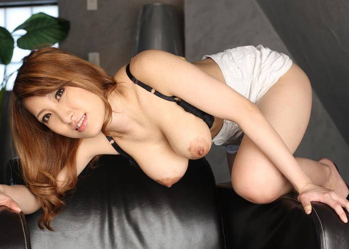 元黒ギャルの爆乳美女・美月優芽のエロ画像