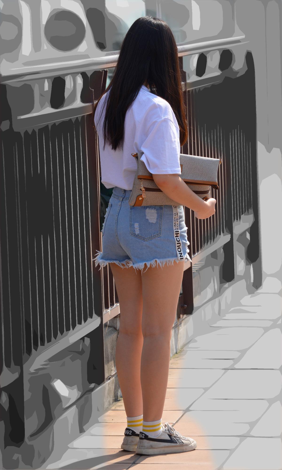 【美脚エロ画像】生のムッチリ美脚で履くのが一番の理想なショーパン女子たち!