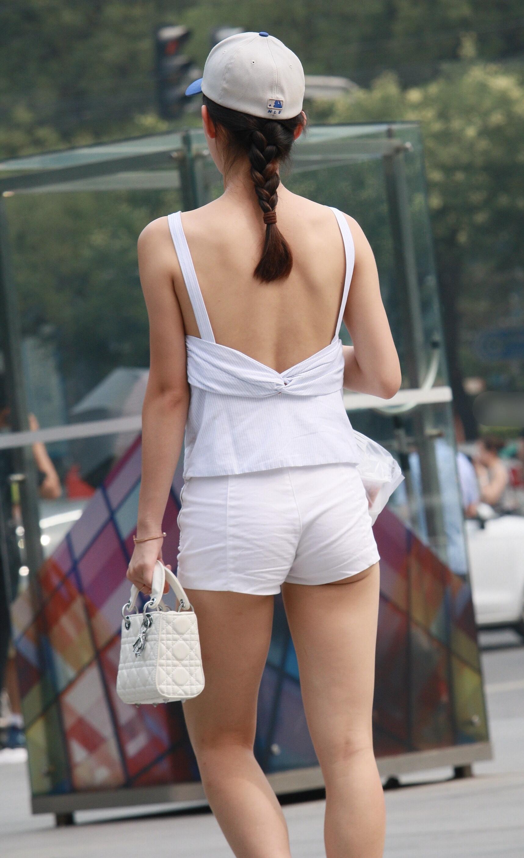 【美脚エロ画像】確かな目の保養w歩けば揺れる街角ムッチリ太もも追跡!