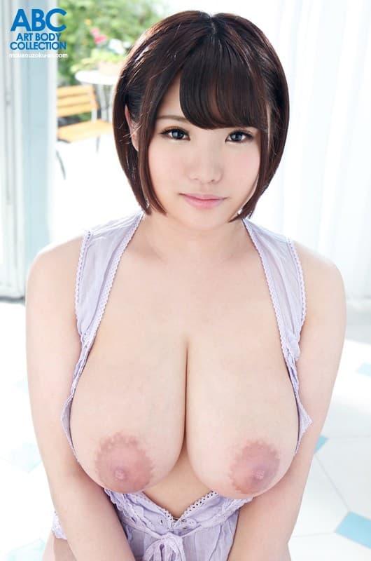 【麻倉ゆあエロ画像】長身デカパイ&デカ乳輪な童顔娘・麻倉ゆあ!