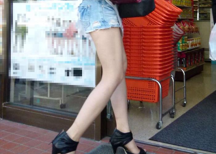 街撮り生美脚エロ画像