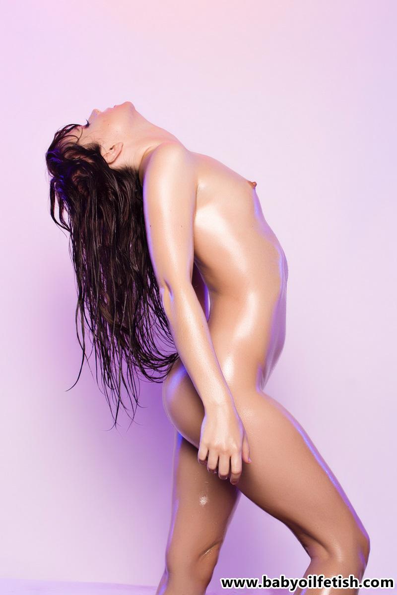 【海外エロ画像】目眩まし注意!オイルに塗れた海外セクシー美女たち