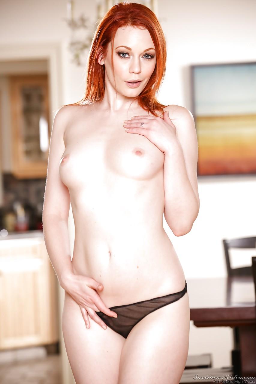 【海外エロ画像】あと1枚で全裸…思わせぶりな海外パンイチ美女たち!