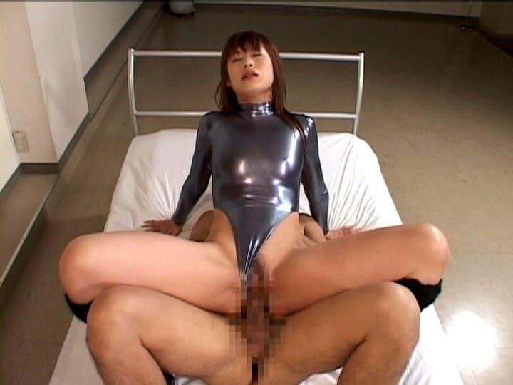 【性交エロ画像】奥まで杭打ち責めが可能な背面騎乗位セックス!