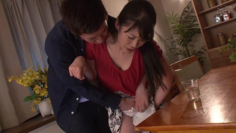 【大沢カスミエロ画像】ザーメンを飲み物にしちゃう変態アラサー・大沢カスミ!