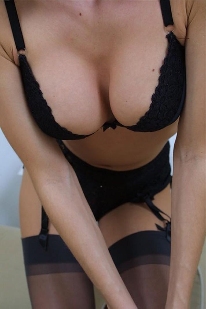 【下着エロ画像】脱ぐ前からムラムラさせるのお上手なランジェリー美人たち!
