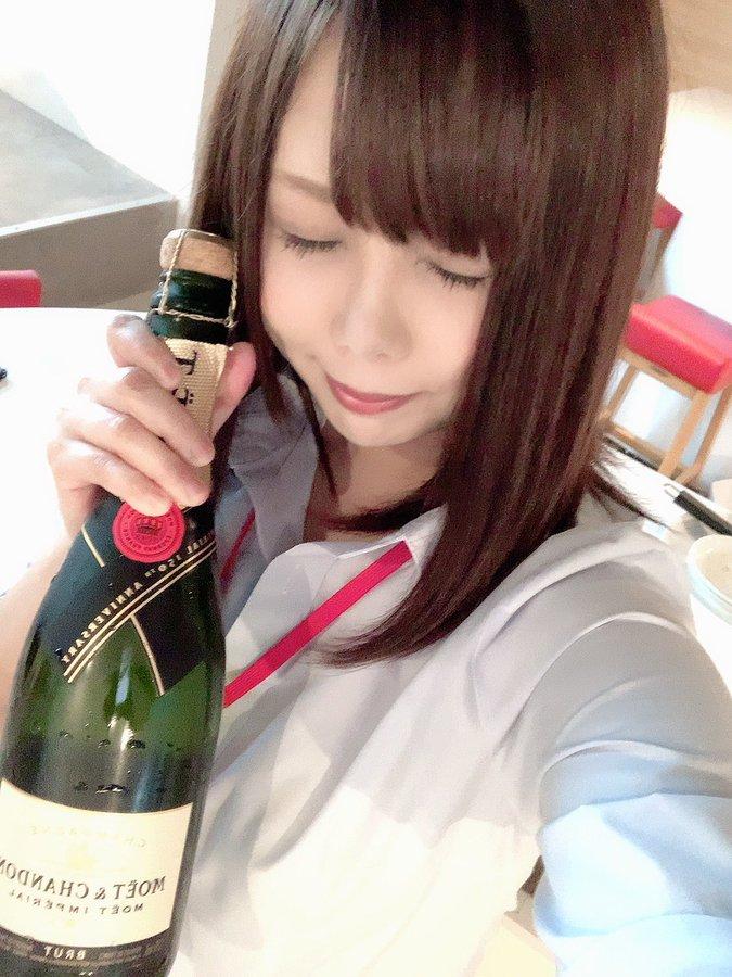 【瀬乃ひなたエロ画像】女子社員酒場の看板娘で巨尻持ち・瀬乃ひなた!