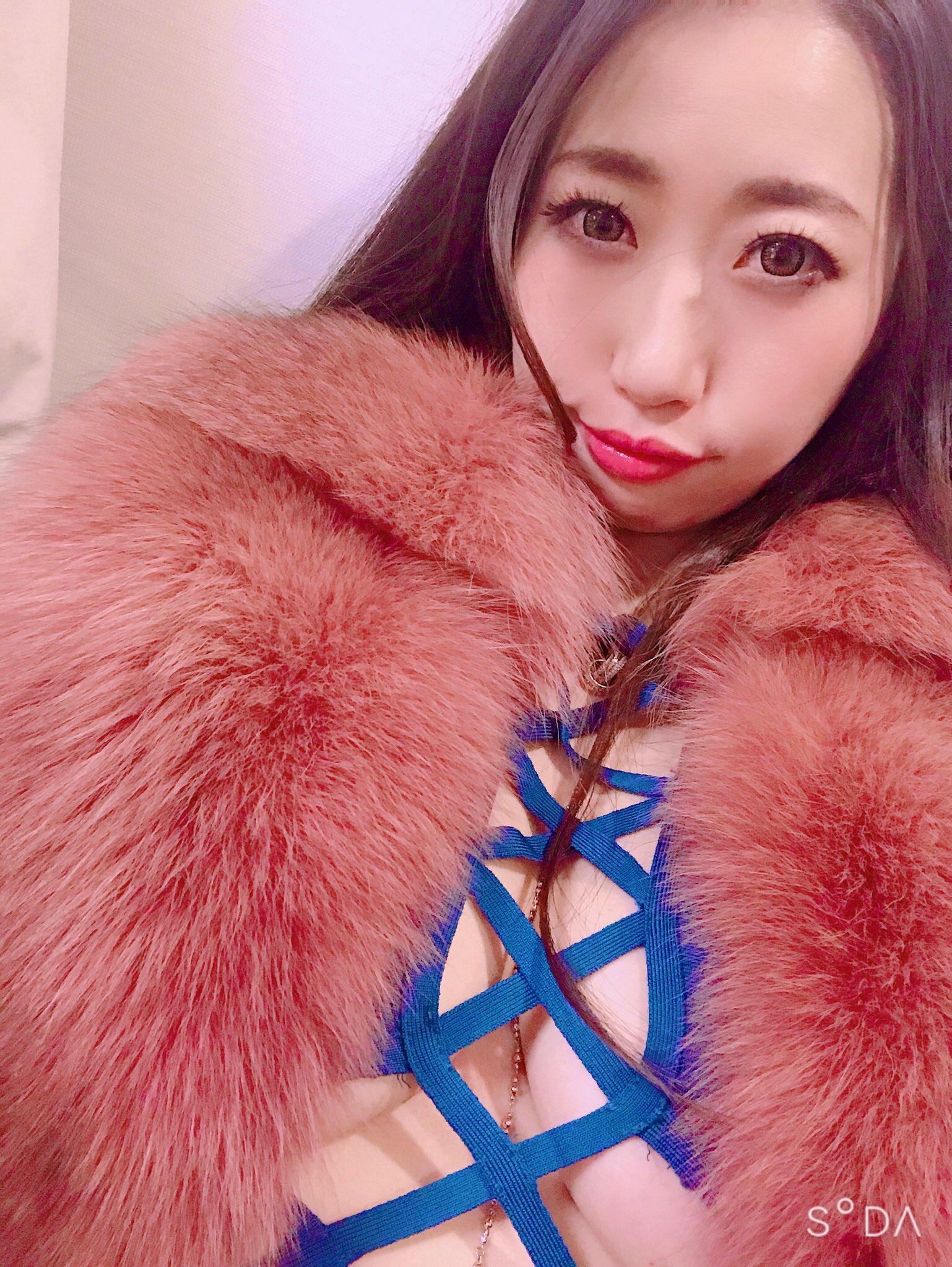 【鈴香音色エロ画像】今はダンスでJカップぶん回し中な爆乳ギャル・鈴香音色!
