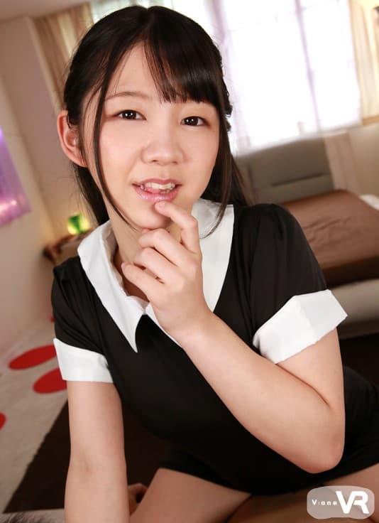 【白井ゆずかエロ画像】肉付きそそる下半身を持つ美少女・白井ゆずか!