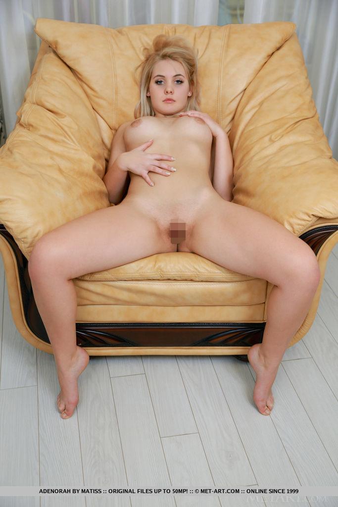 【海外エロ画像】陰毛無いのが大人の証な股間つるつる海外美女!