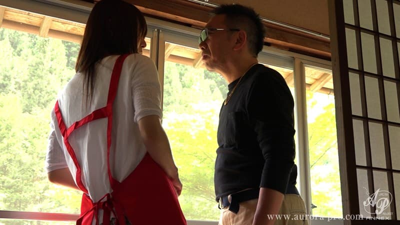 【桜井萌エロ画像】年配旦那に内緒でデビューしたスケベ美人妻・桜井萌!