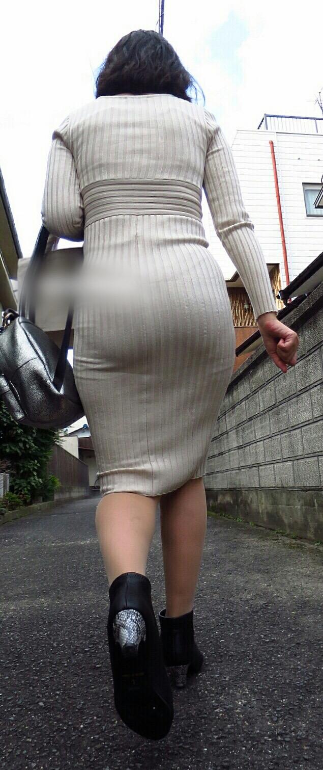 【着尻エロ画像】履いているのにピッチリ過ぎて下着が浮いてる着尻を見よう!