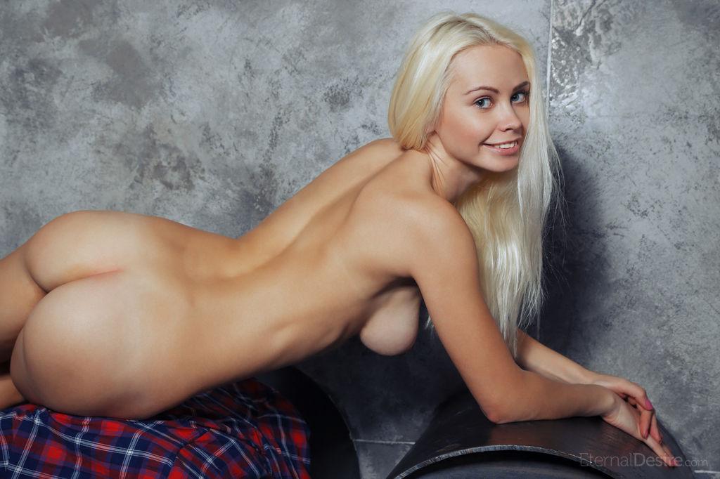 【美尻エロ画像】肉付きと肌艶からハイレベルな美巨尻を持つ海外美女たち!