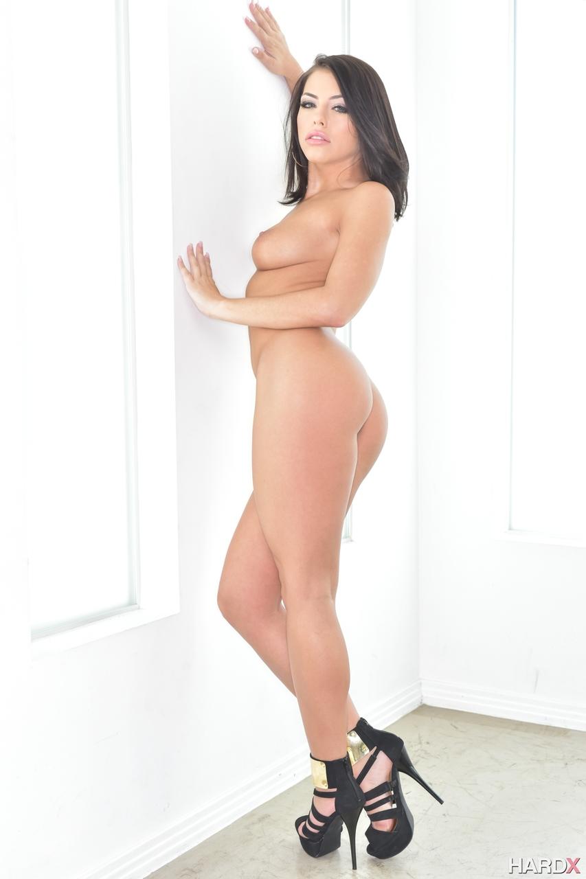 【海外エロ画像】裸よりも脚を見て!?海外美女のハイヒールヌード!