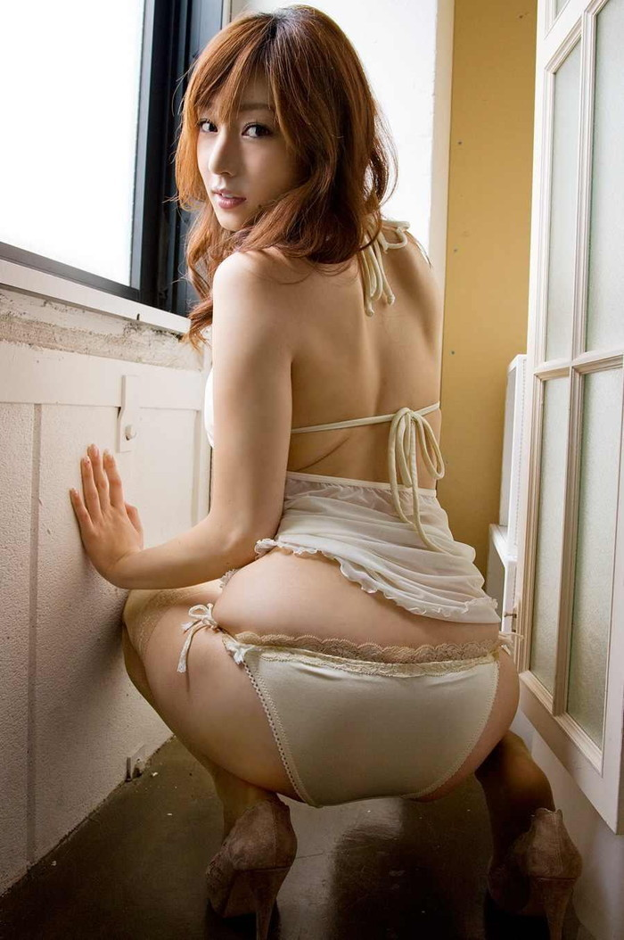 【下着エロ画像】解いて中を確かめさせて欲しくなる紐パン装備の美女たち!