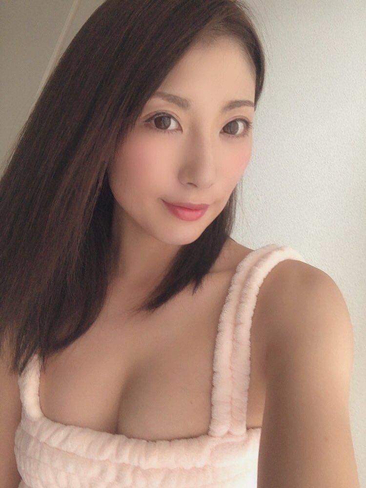 【遥あやねエロ画像】性を学びたかったエリート系美人妻・遥あやね!