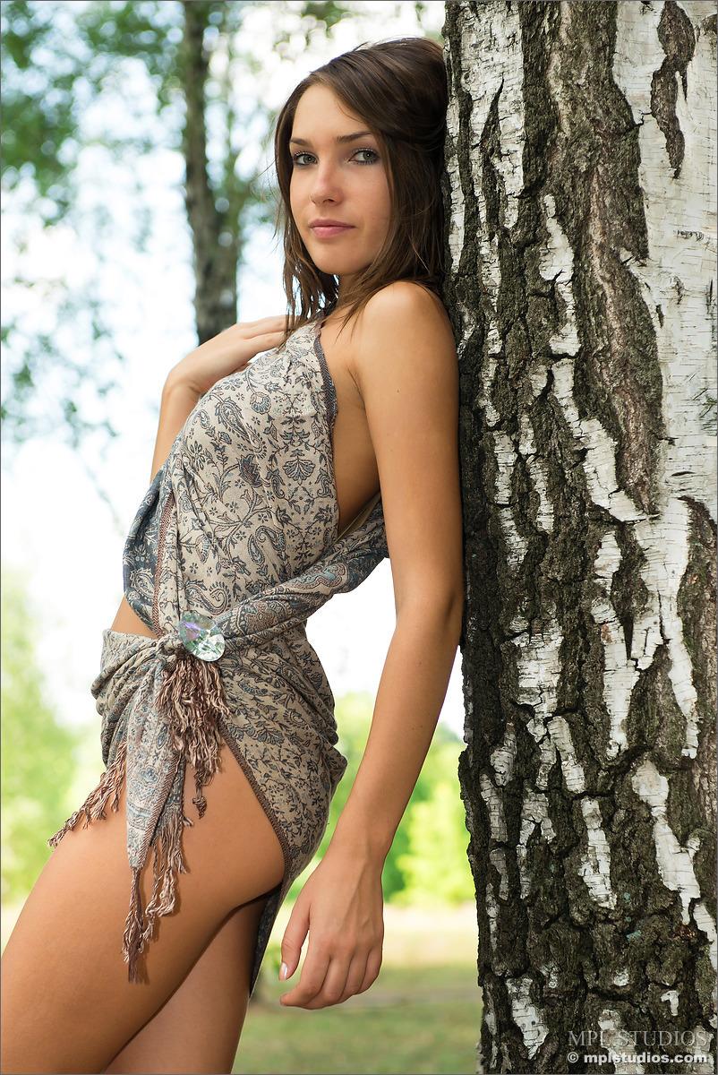 【海外エロ画像】裸を想像せずにはいられない…着衣でもセクシーな海外美女たち!