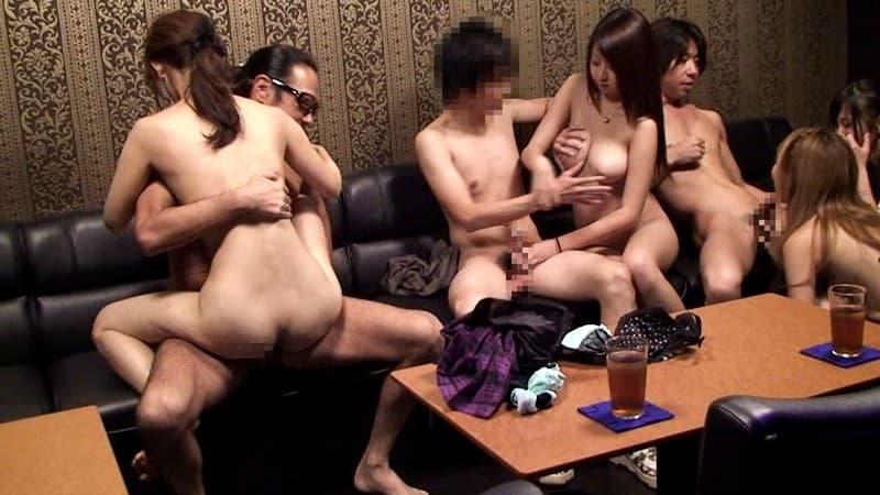 【乱交エロ画像】男も女も選び放題で大変!?大興奮必至な乱交プレイ