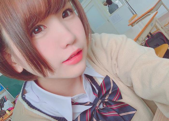 【七菜原ココエロ画像】目覚めの早かったロリ系美少女・七菜原ココ!