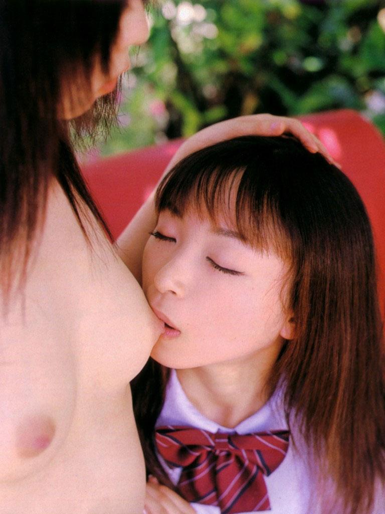 【レズエロ画像】可愛い子同士のは笑みを誘う…美少女のレズビアン!