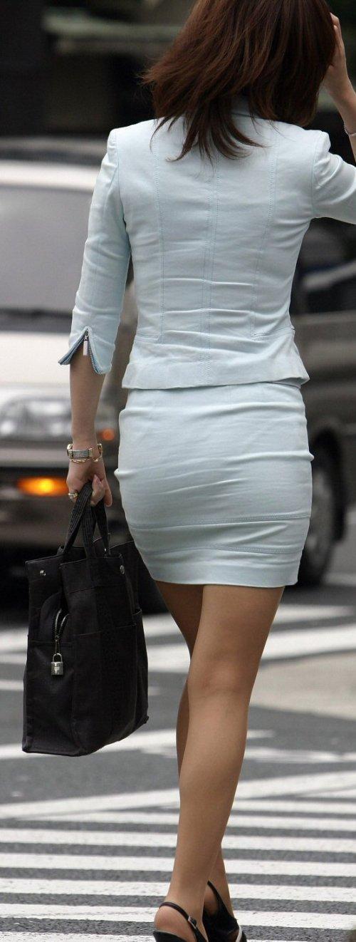 【着尻エロ画像】何故か大きい人が多いと感じる制服OLさんのタイト尻!