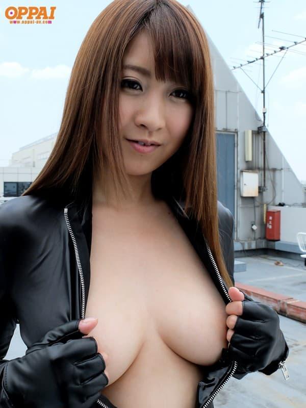 【北川瞳エロ画像】目が話せないロケット美巨乳が最大の武器・北川瞳!