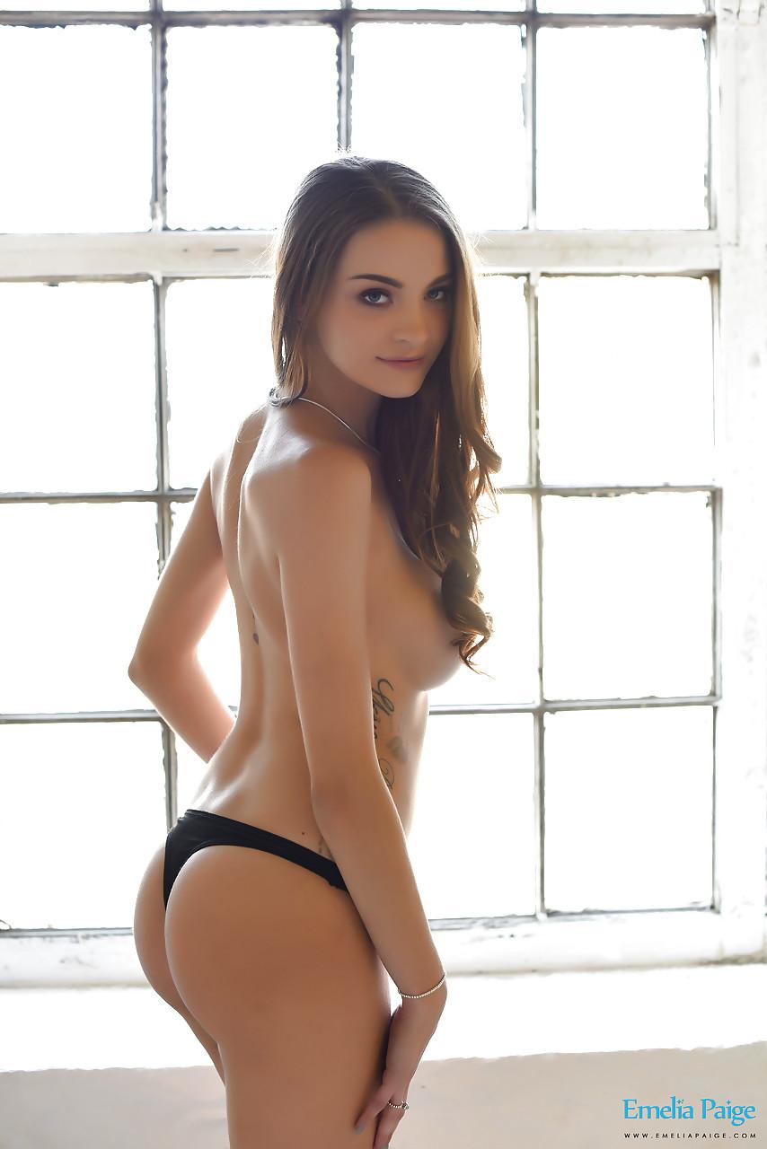【海外エロ画像】第一印象で股間に刺激的過ぎる海外のグラマラス美女たち!