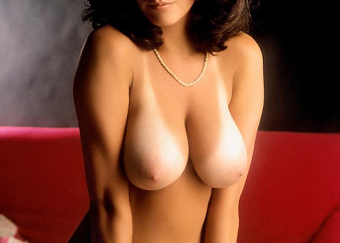 日焼け美女の真っ白美乳のエロ画像