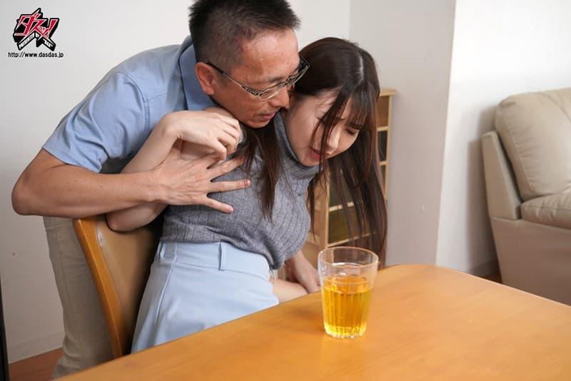 【小鳥遊ももえエロ画像】手コキの腕前が達人級な受付嬢・小鳥遊ももえ!