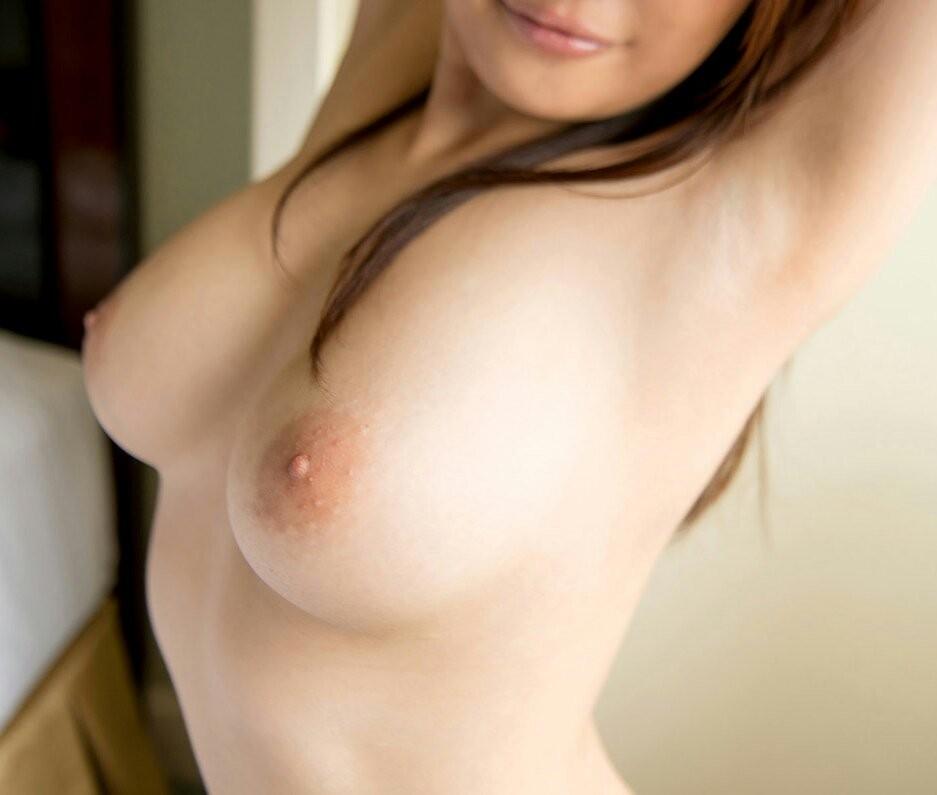 【腋フェチエロ画像】揉むと同時に舐めるが有効!女の子の生乳と生腋の誘惑