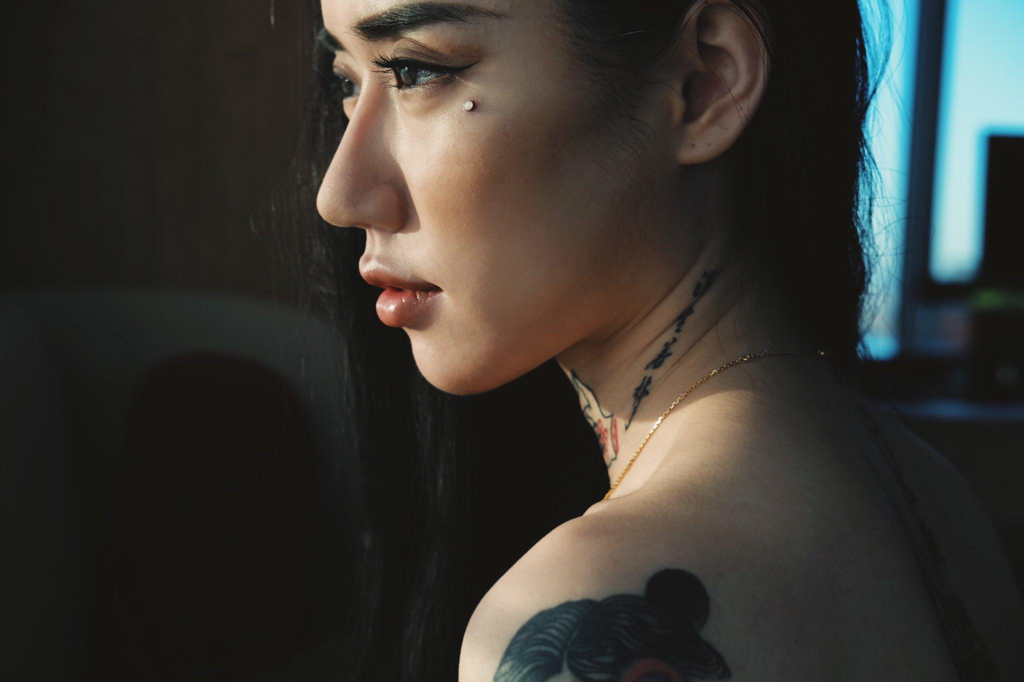 【水森翠エロ画像】タトゥーの数が凄いスレンダー痴女・水森翠!