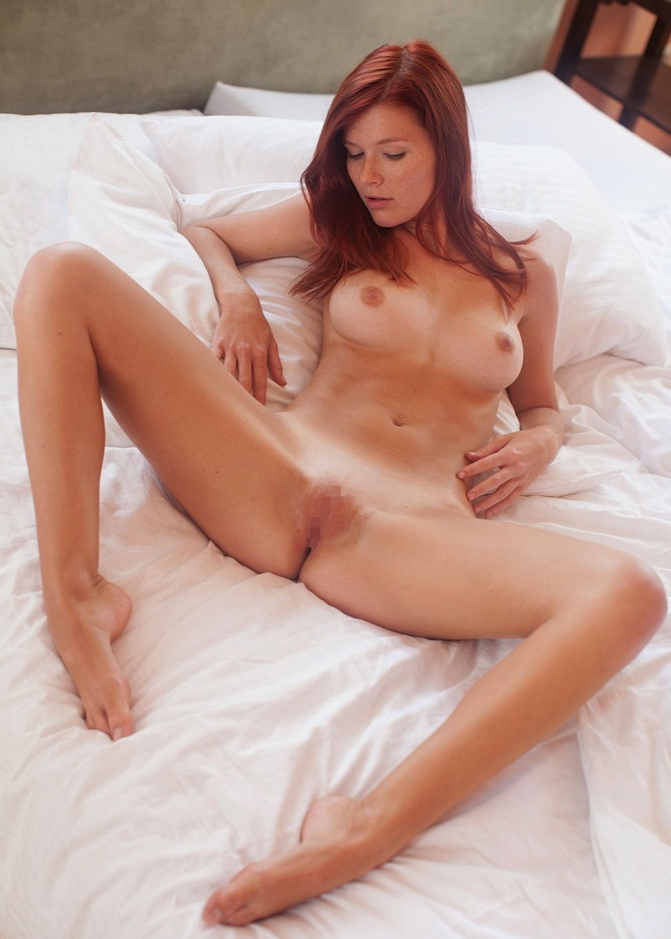 【パイパンエロ画像】これぞ今風な…陰毛皆無なツルツル局部の美女たち!