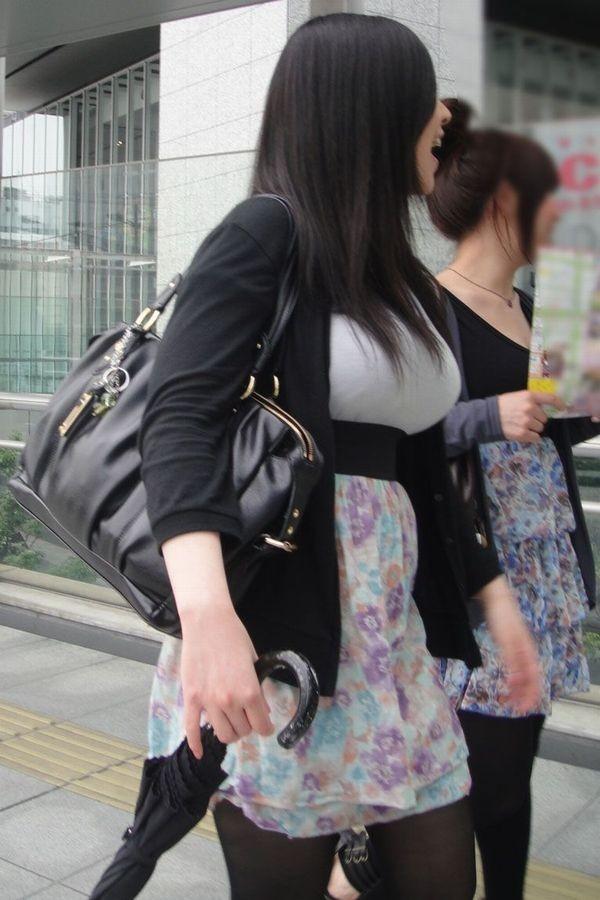 【着胸エロ画像】たわわな乳袋は今年もやって来る…街角着衣巨乳チェック!