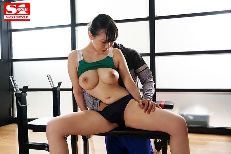 【真白真緒エロ画像】細身でありながら美巨乳巨尻な美少女・真白真緒!