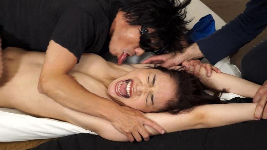 【腋フェチエロ画像】汗でイイ味出している女の腋を徹底して弄る!