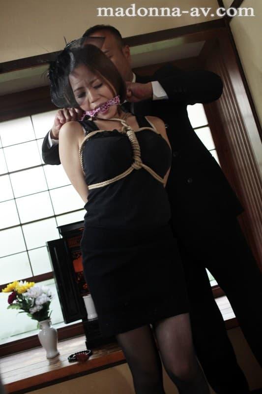 【西條るりエロ画像】是非とも戯れてみたいMカップ超乳美女・西條るり!