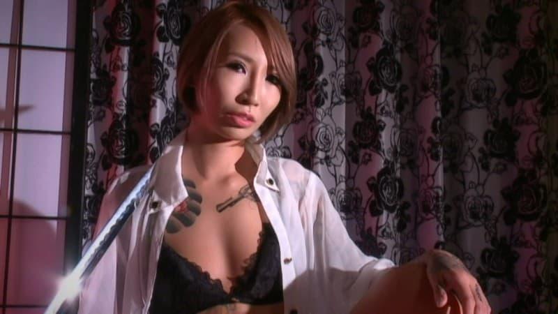 【飯島くうがエロ画像】ほぼ全身に刺青入れたドMギャル・飯島くうが!