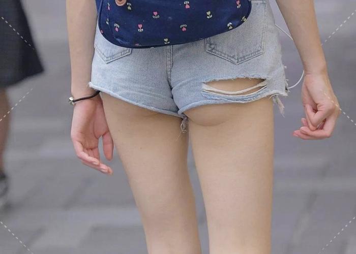 ハミ尻もセットなホットパンツ女子の下半身エロ画像