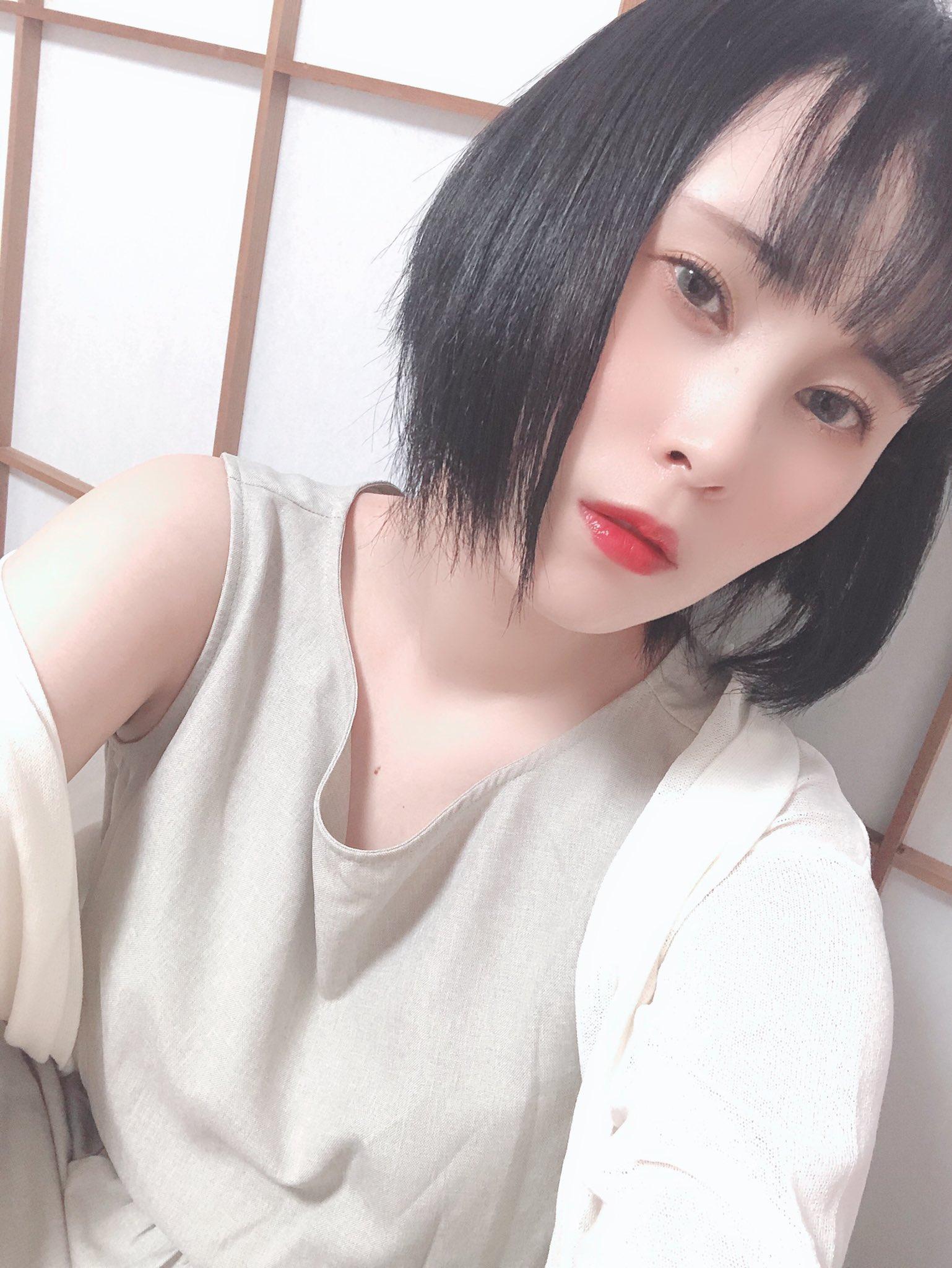 【浅井心晴エロ画像】初AVで処女喪失した本物女子社員・浅井心晴!