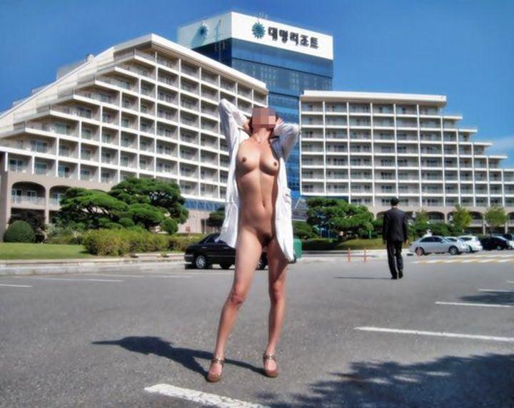 【露出エロ画像】夏の暑さに負けない筋金入りのド変態、露出痴女たちのプレイ現場!